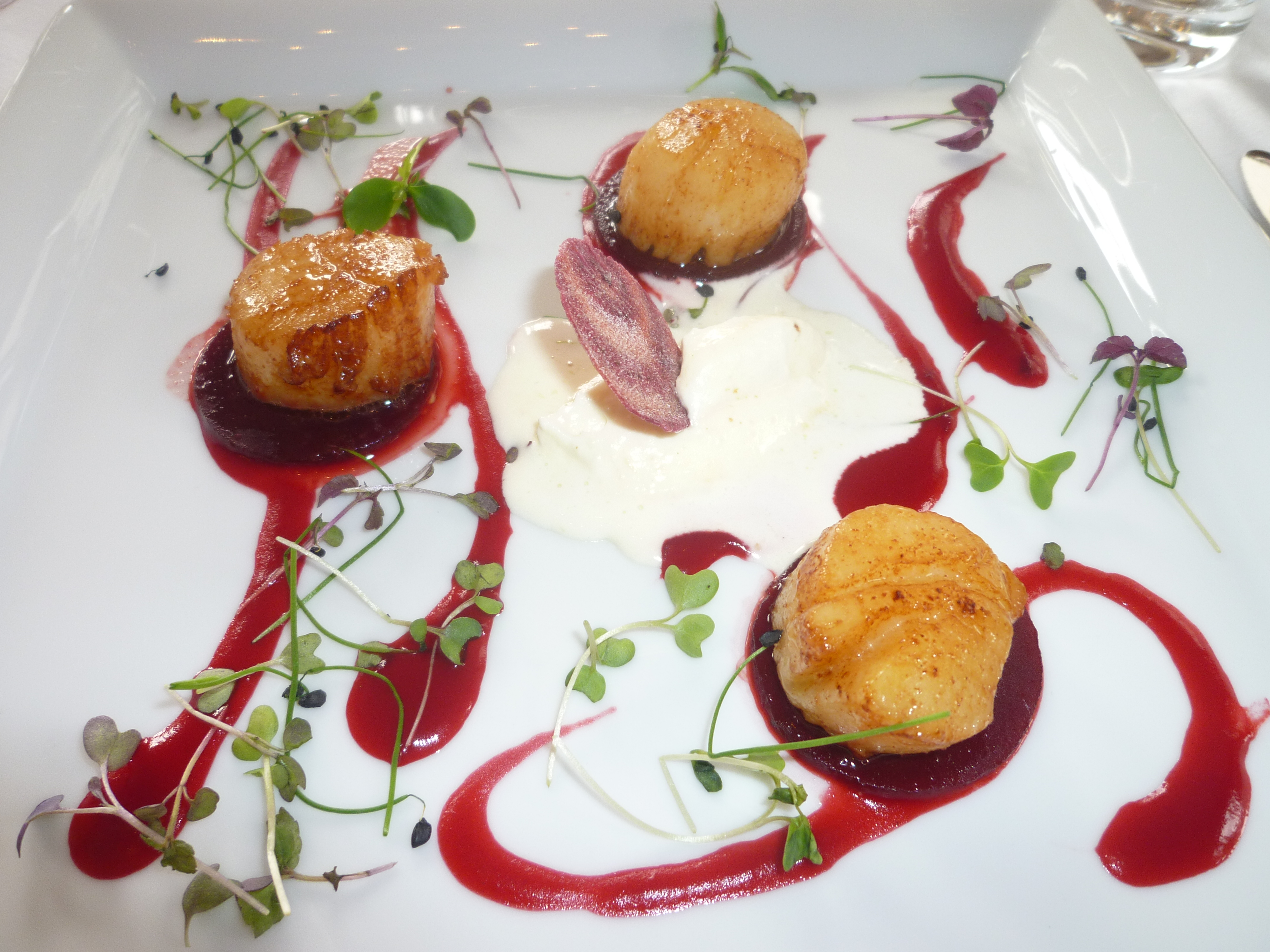 Roasted scallops with beetroot and horseradish (photo: Sarah Gibbons)